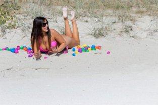Claudia Romani pink bikini on South Beach