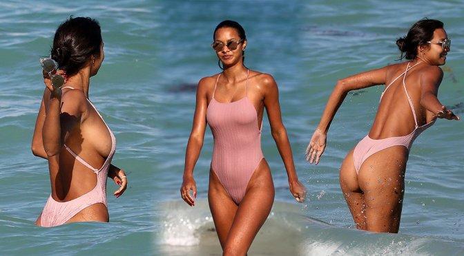 Lais Ribeiro – Swimsuit Candids in Miami Beach