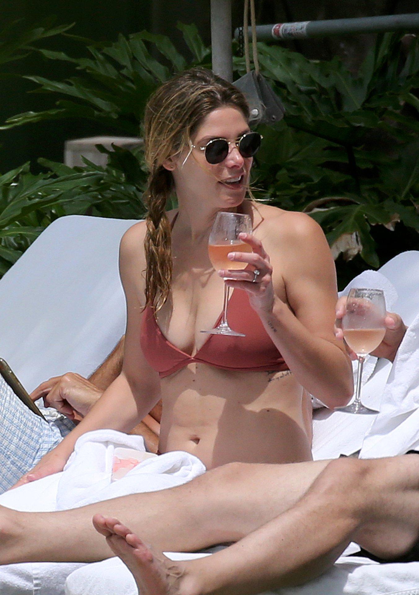 Ashley Greene Bikini   Hot Celebs Home