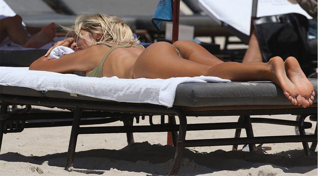 Melissa Castagnoli - Bikini Candids in Miami Beach