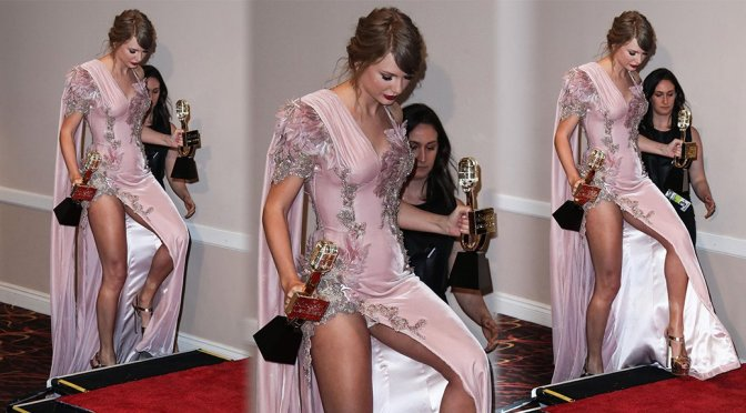 Taylor Swift – 2018 Billboard Music Awards in Las Vegas (Upskirt)