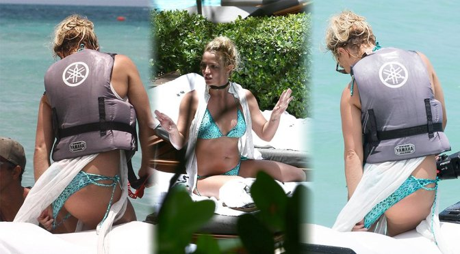Britney Spears – Bikini Candids in Miami
