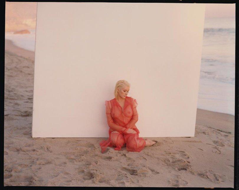 Christina Aguilera Braless Seethrough Boobs