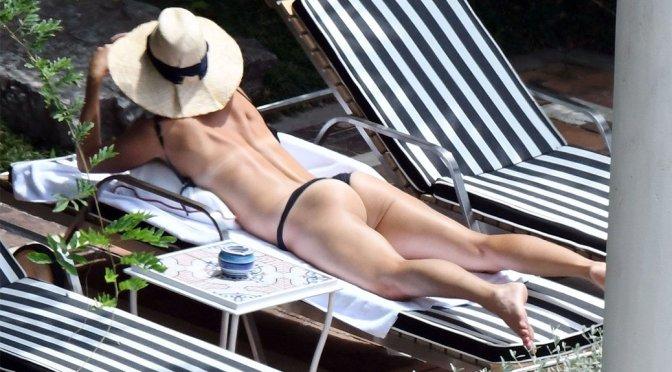 Maria Sharapova – Bikini Candids in Positano
