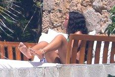 Rihanna showin off sexy legs sunbathing in Mexico