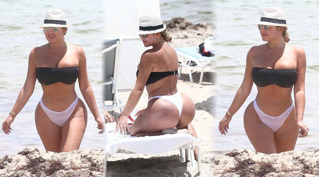 Anastasia Kvitko - Bikini Candids in Miami Beach