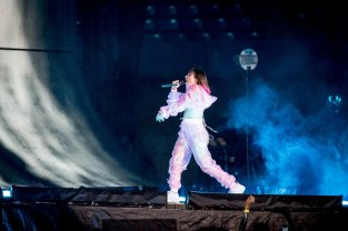 Charlixcx Performs In Toronto ()
