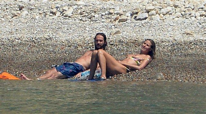 Heidi Klum – Bikini Topless Candids in Italy
