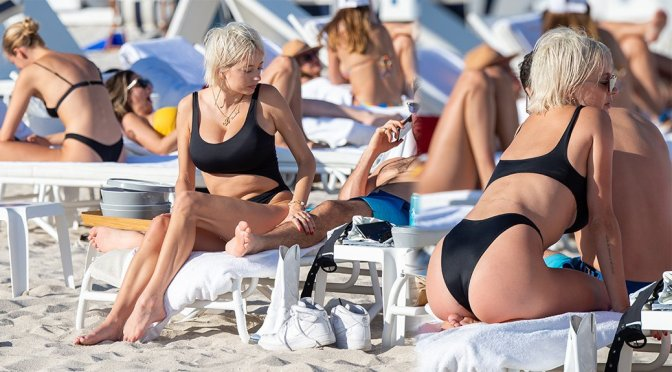 Caroline Vreeland – Swimsuit Candids in Miami