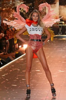 Candice Swanepoel Sexy Catwalk In Lingerie
