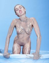 Miley Cyrus Naked Uncensored Photos