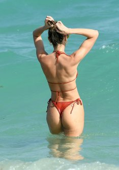 Candice Swanepoel Perfect Bikini Body