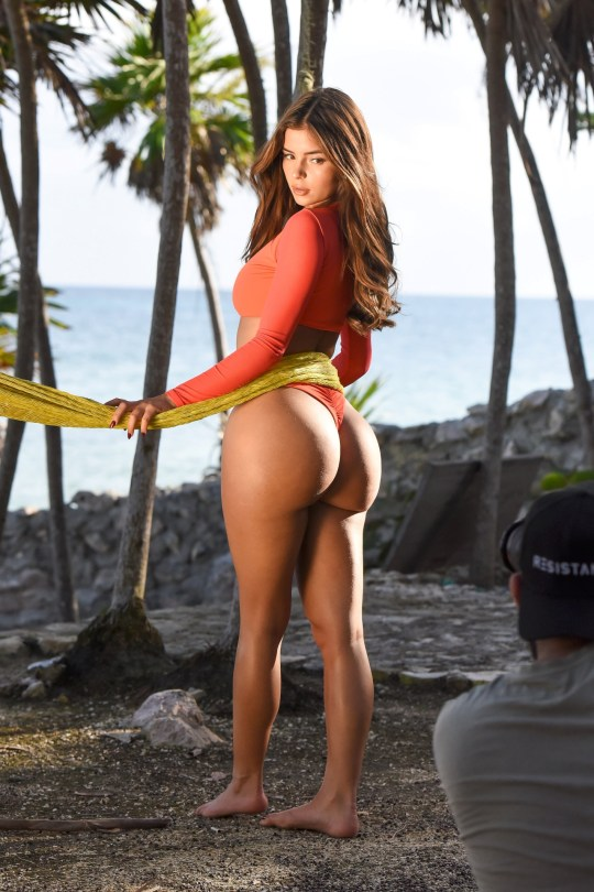 Demi Rose Mawby Show Off Her Big Ass Posing on Beach in Tulum