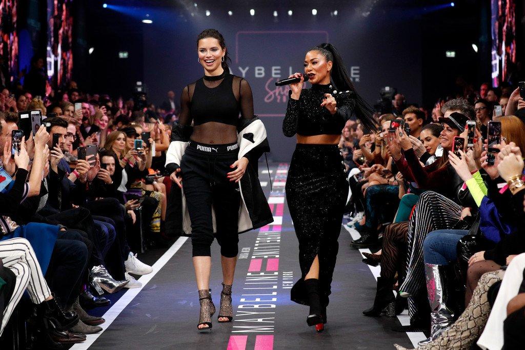 Nicole Scherzinger – Maybelline New York Fashion Show in Berlin