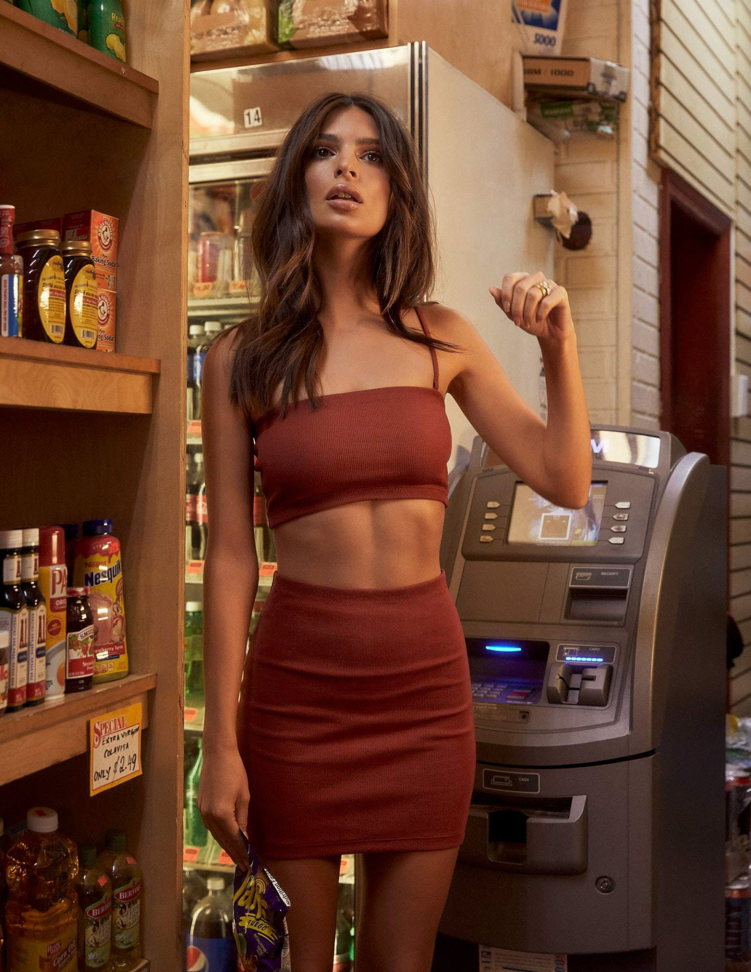 Emily Ratajkowski Hot Body