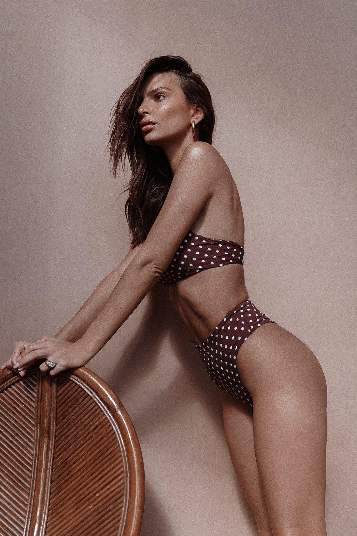 Emily Ratajkowski Sexy Body ()