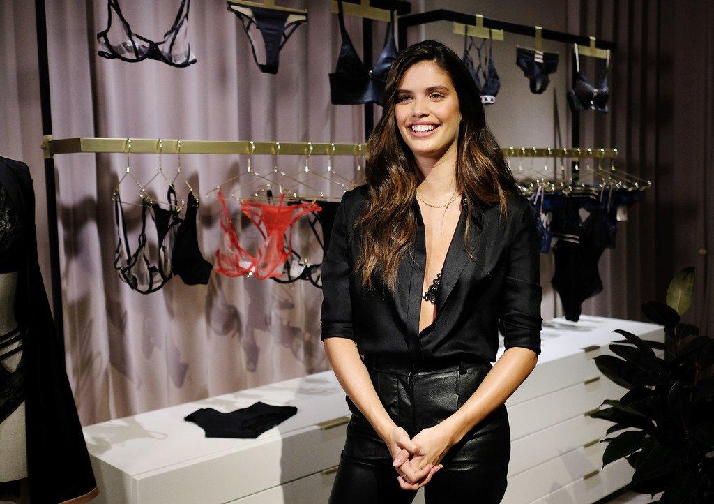 Sara Sampaio Sexy In Bra