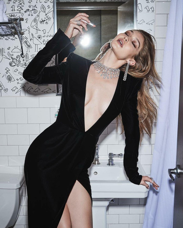 Gigi Hadid Sexy ()