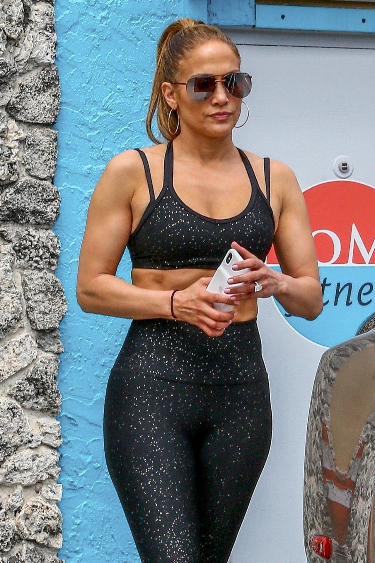 Jennifer Lopez Sexy Gym Outfit