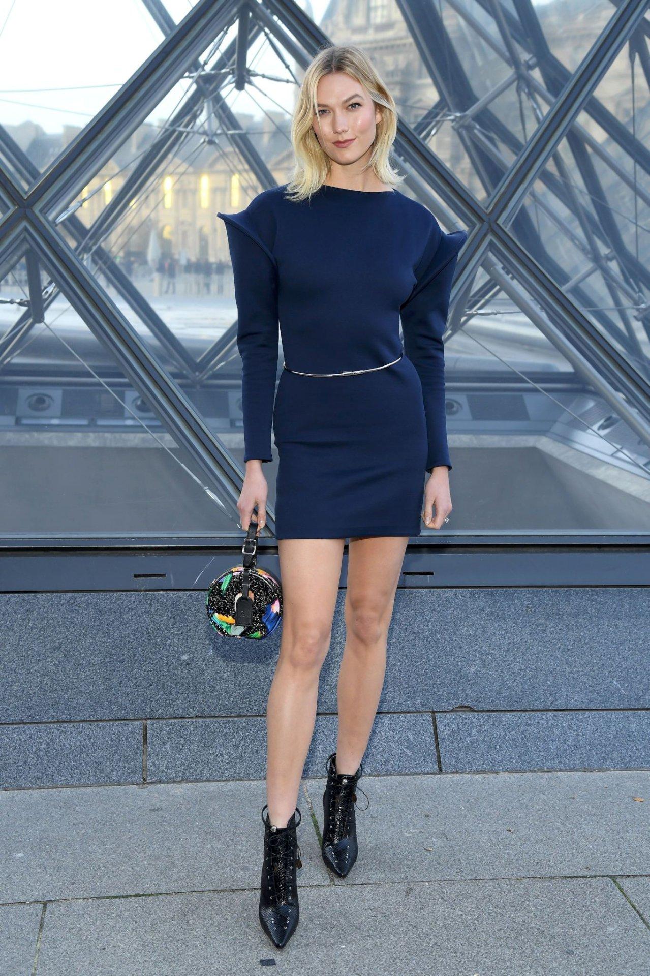 Karlie Kloss - Louis Vuitton Fashion Show in Paris | Hot Celebs Home