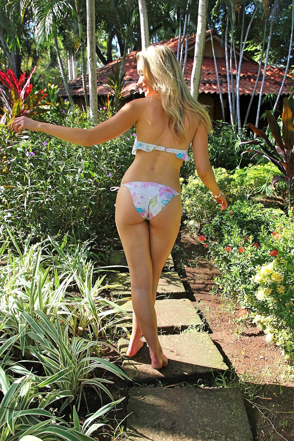 Katrina Bowden Sexy Ass In Bikini