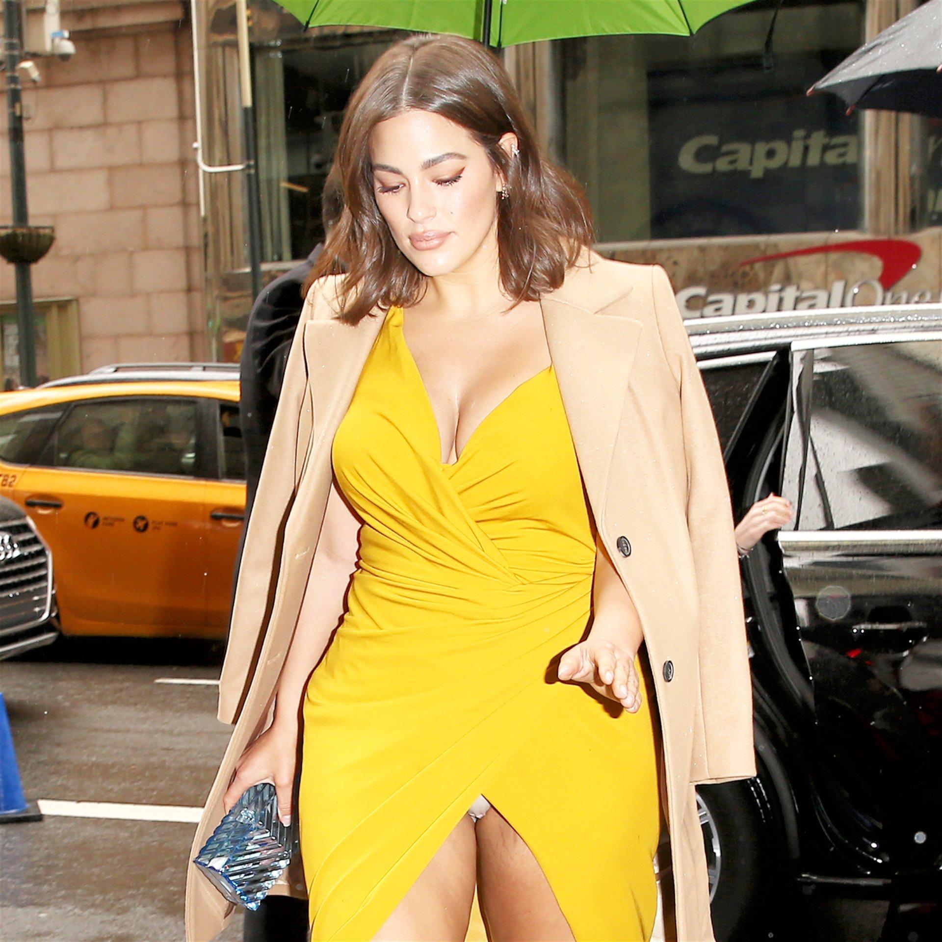 Ashley Graham – Sexy Upskirt Candids In New York