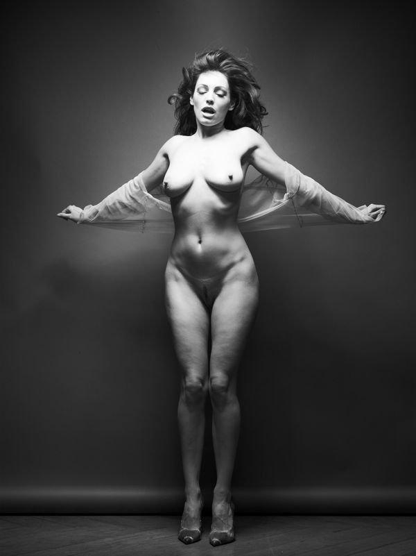Kelly Brook Full Frontal Nudity