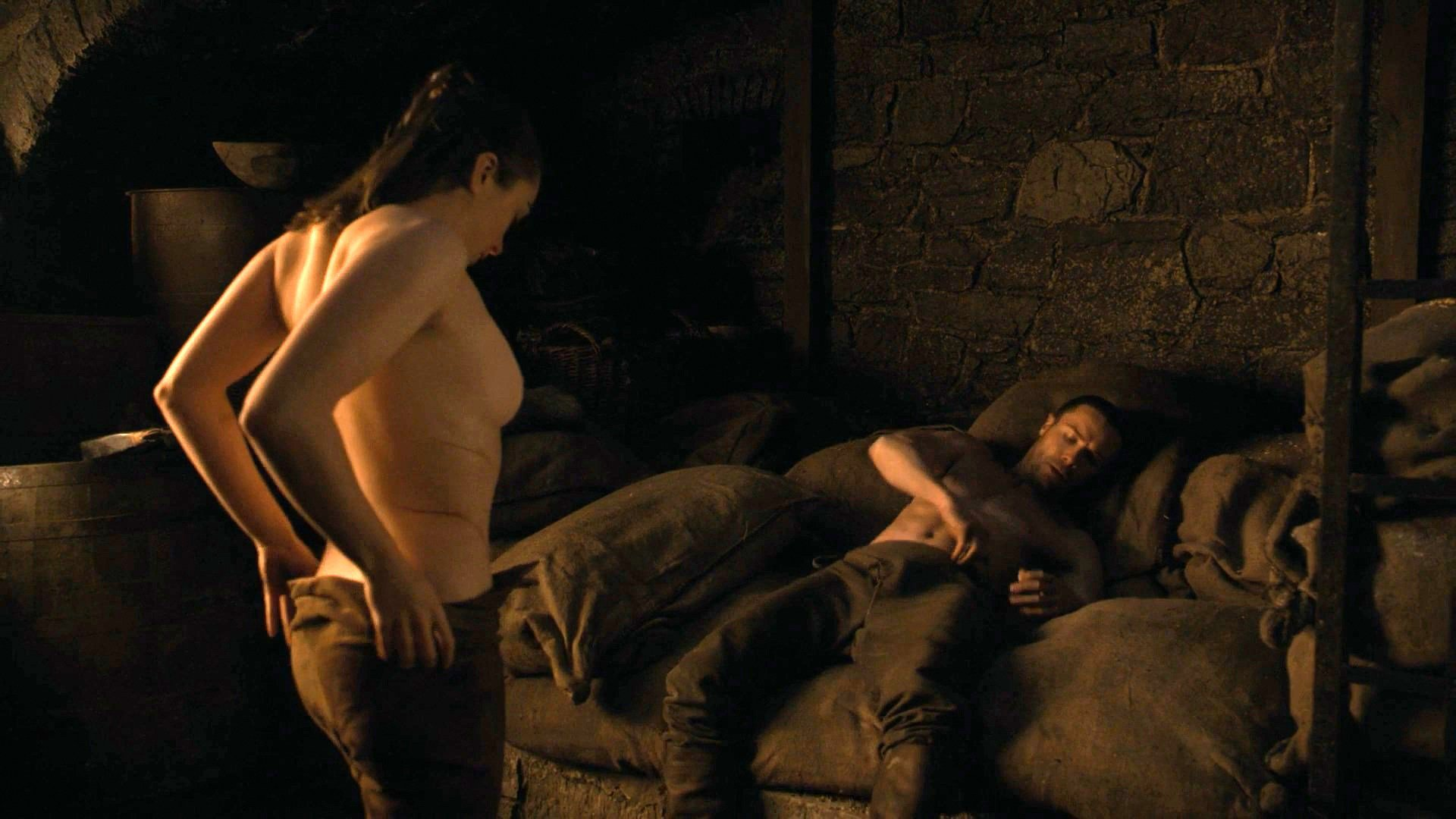 "Maisie Williams – ""Game of Thrones"" Topless Scene (NSFW)"