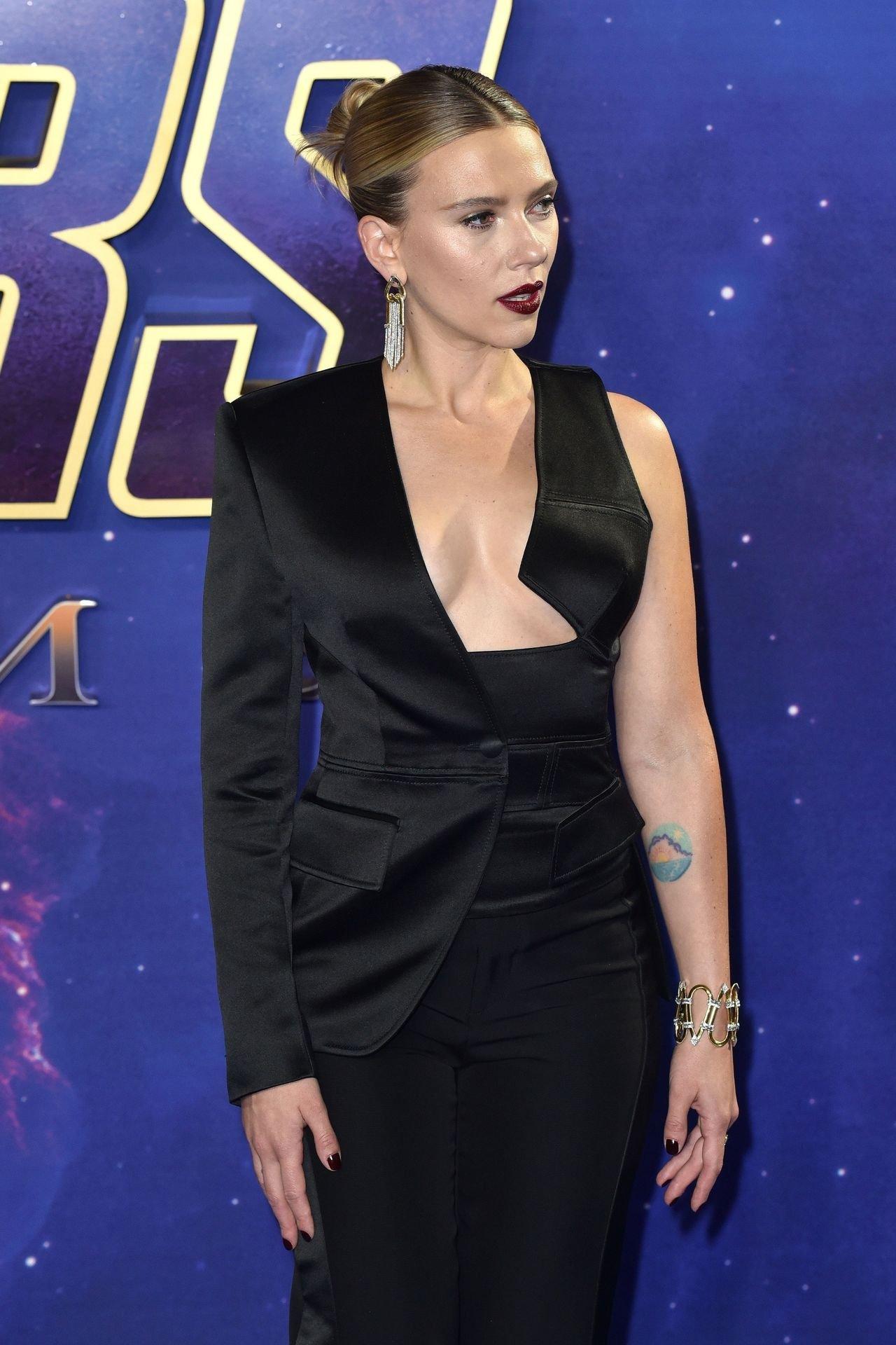 Scarlett Johansson Big Cleavage