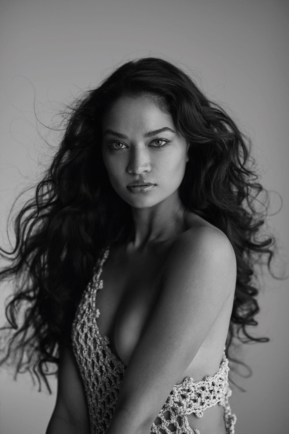 Shanina Shaik Topless Boobs