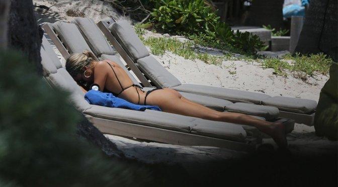 Delilah Belle Hamlin – Teeny black bikini Candids in Tulum