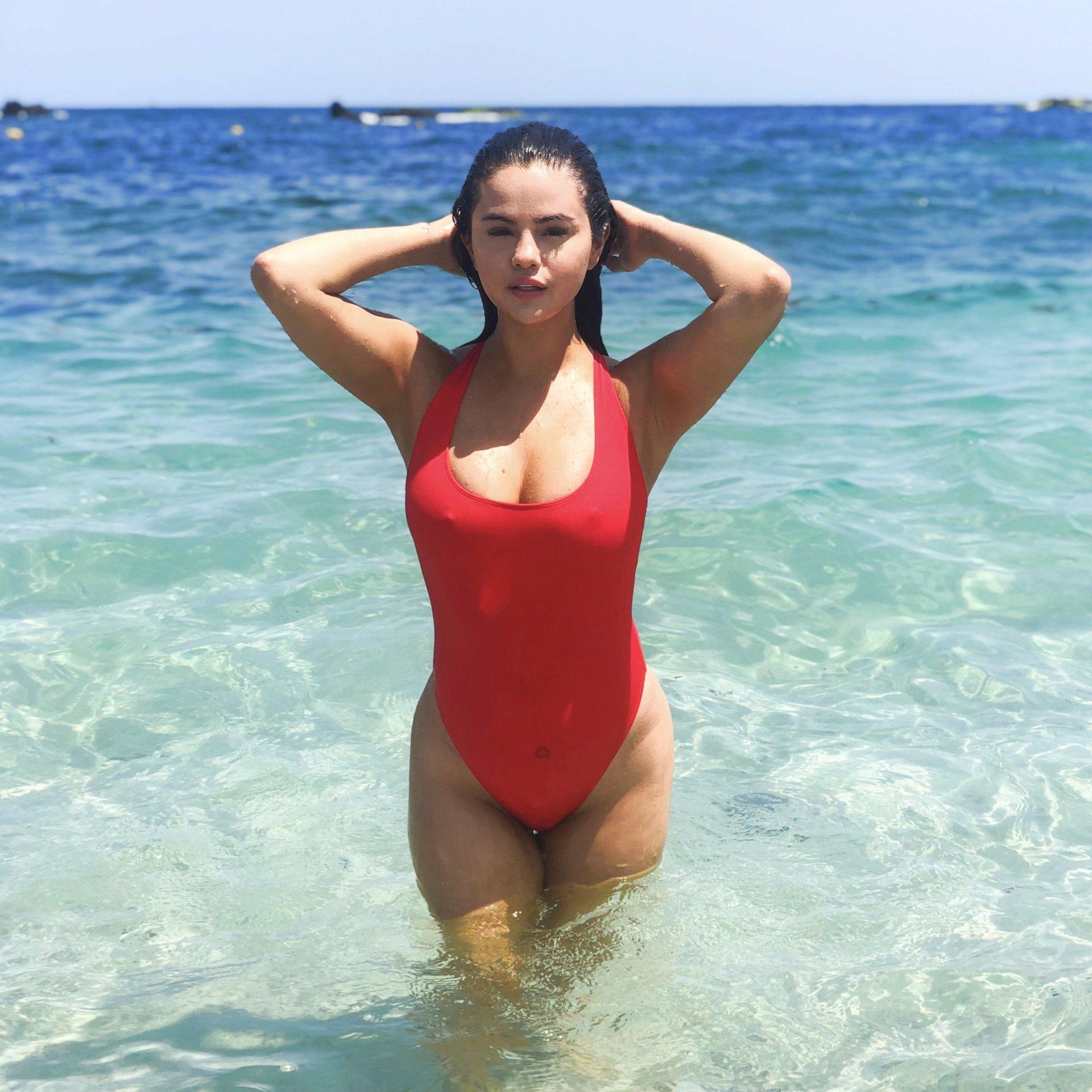 Selena Gomez Sexy Swimsuit