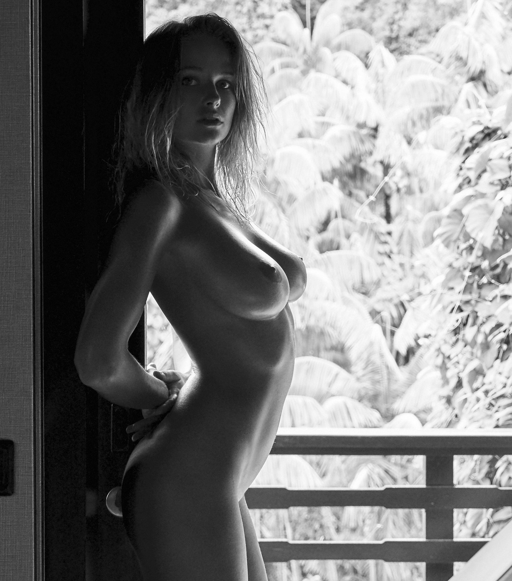Genevieve-Morton-Topless-and-Naked-10.jpg