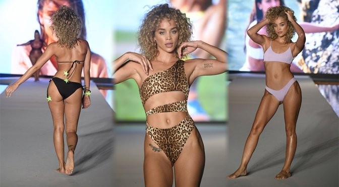 Jasmine Sanders – 2019 Sports Illustrated Swimsuit Runway Show at Miami Swim Week