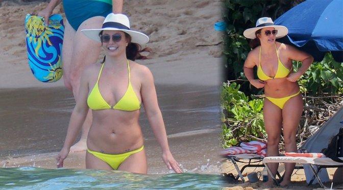 Britey Spears – Sexy Yellow Bikini Candids
