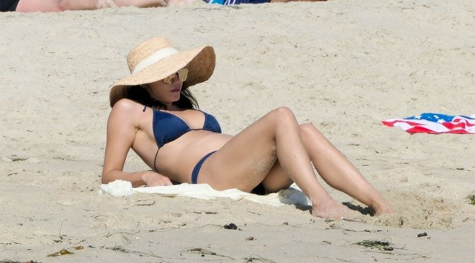 Jenna Dewan – Sexy Boobs in a Bikini at a Beach in Laguna Beach