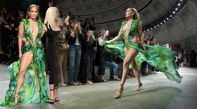 Jennifer Lopez – Versace Fashion Show in Milan