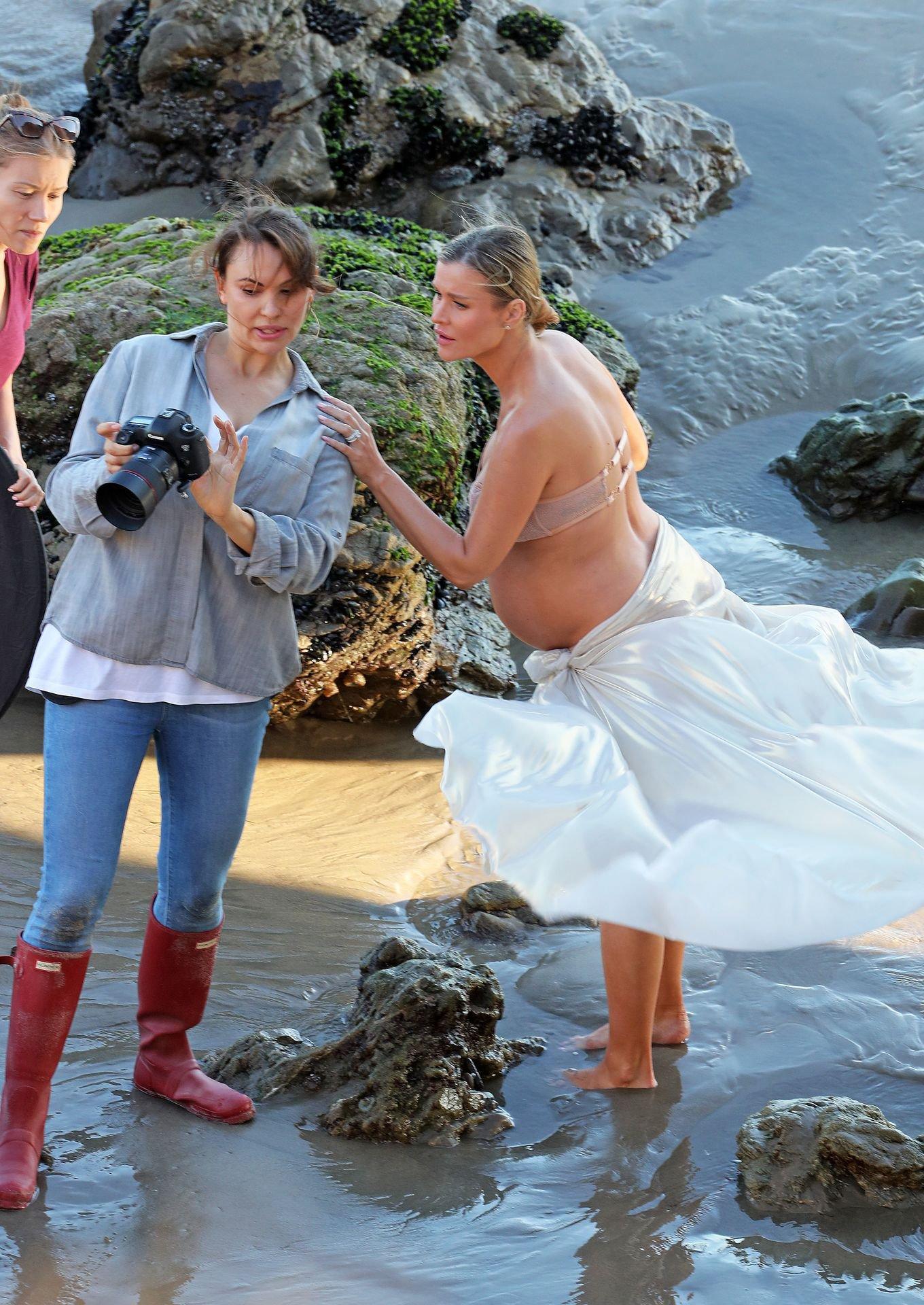 Joanna Krupa Sexy Pregnant Photoshoot
