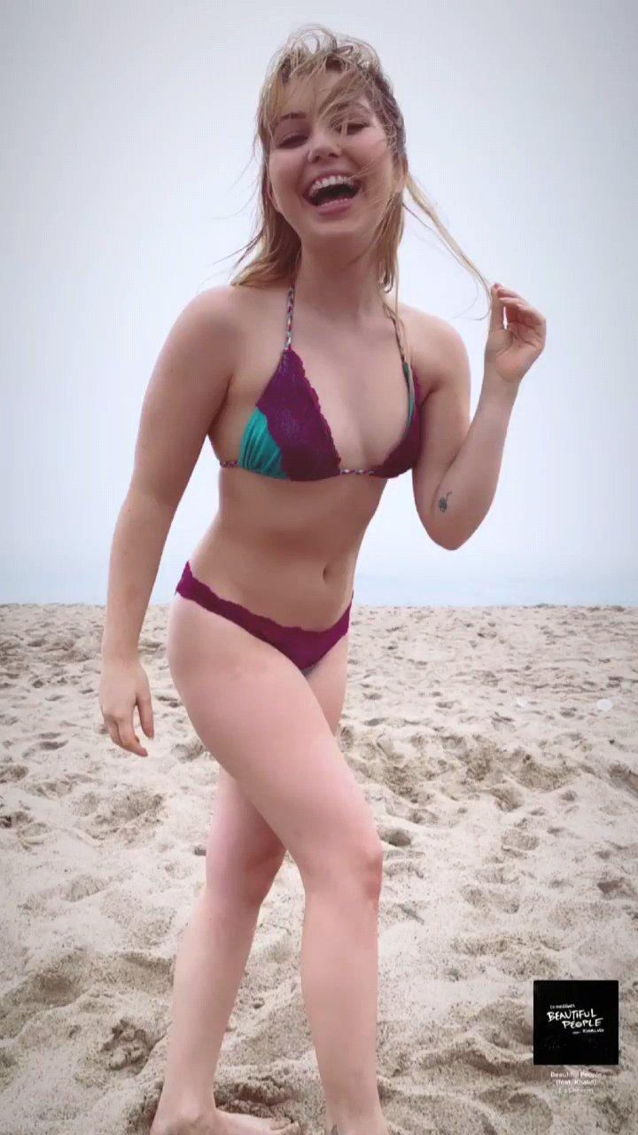 Sammi Hanratty Hot Bikini