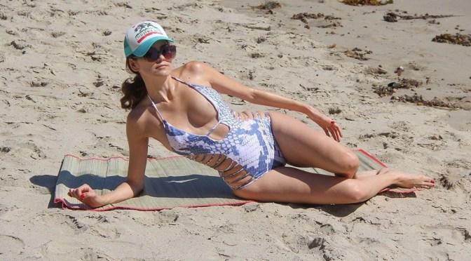 Blanca Blanco – Areola Slip in Swimsuit on the Beach in Malibu
