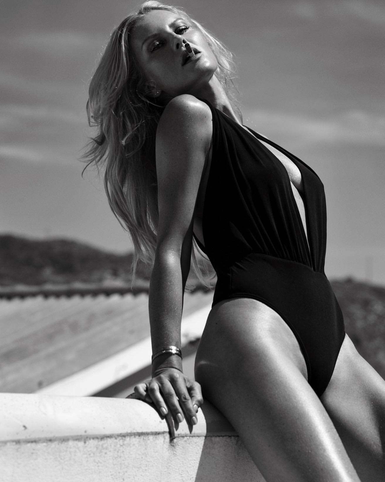 Simona Krainova Sexy Naked Photoshoot