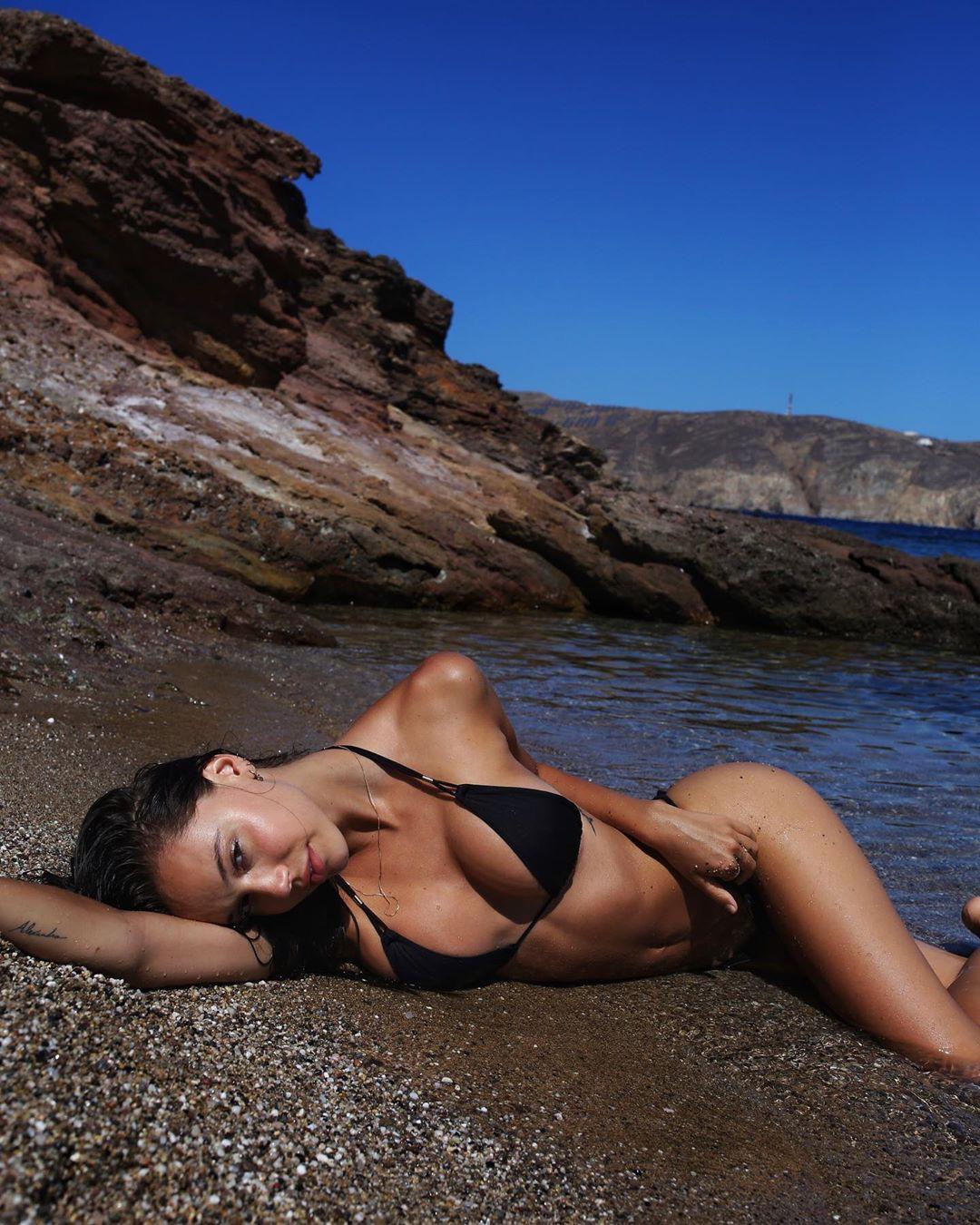 Alexis Ren Perfect Bikini Body