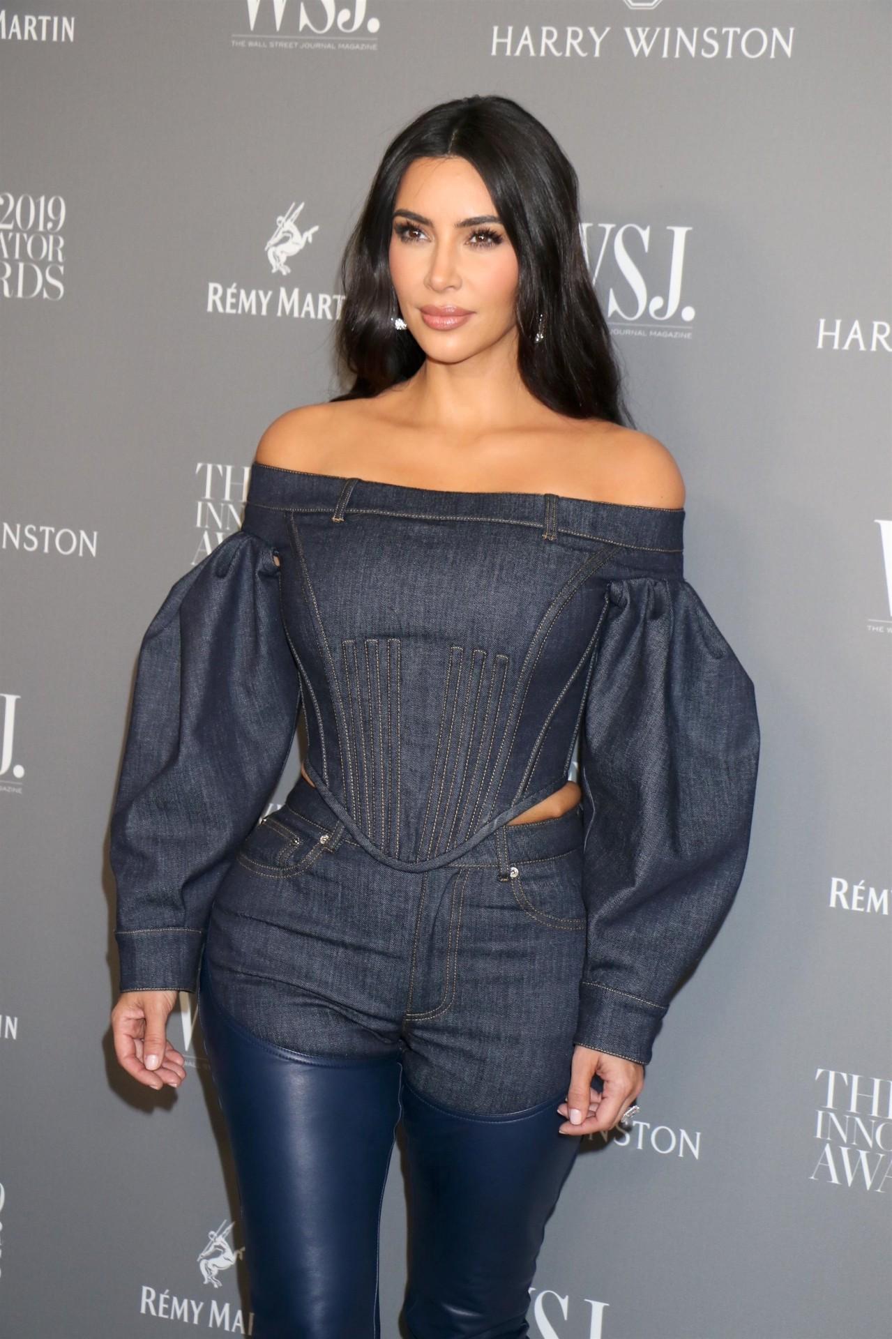 Kim Kardashian Sexy Curves