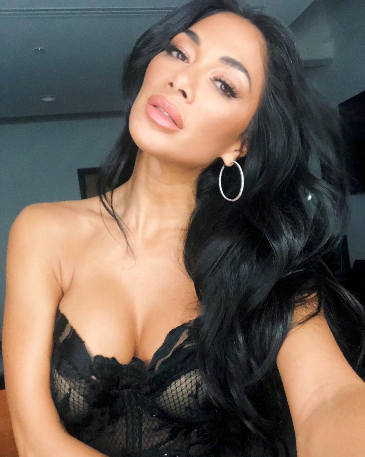 Nicole Scherzinger Big Cleavage