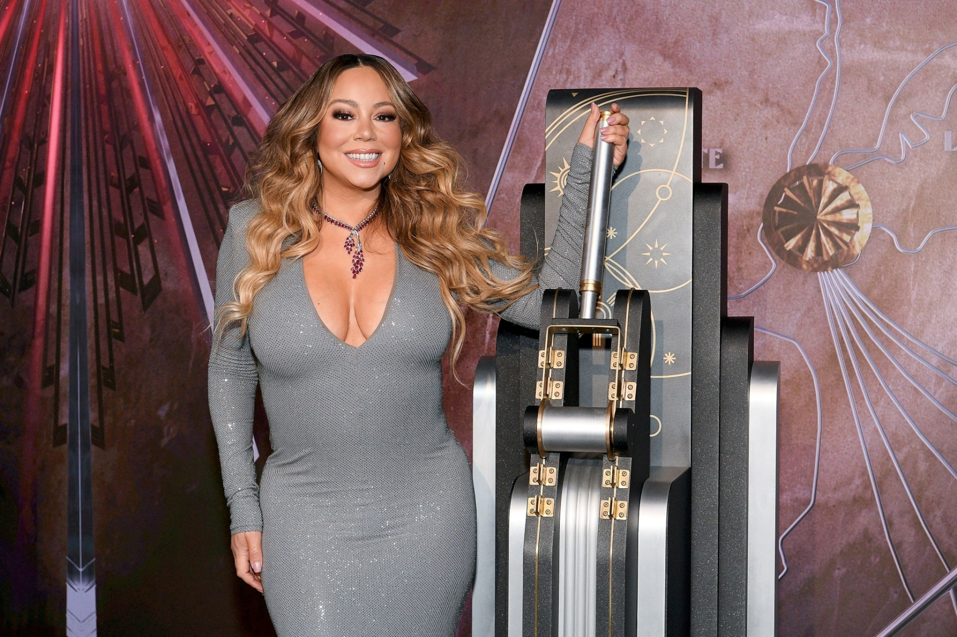 Mariah Carey - Sexy Big Boobs at Empire State Building in New York - Hot Celebs Home