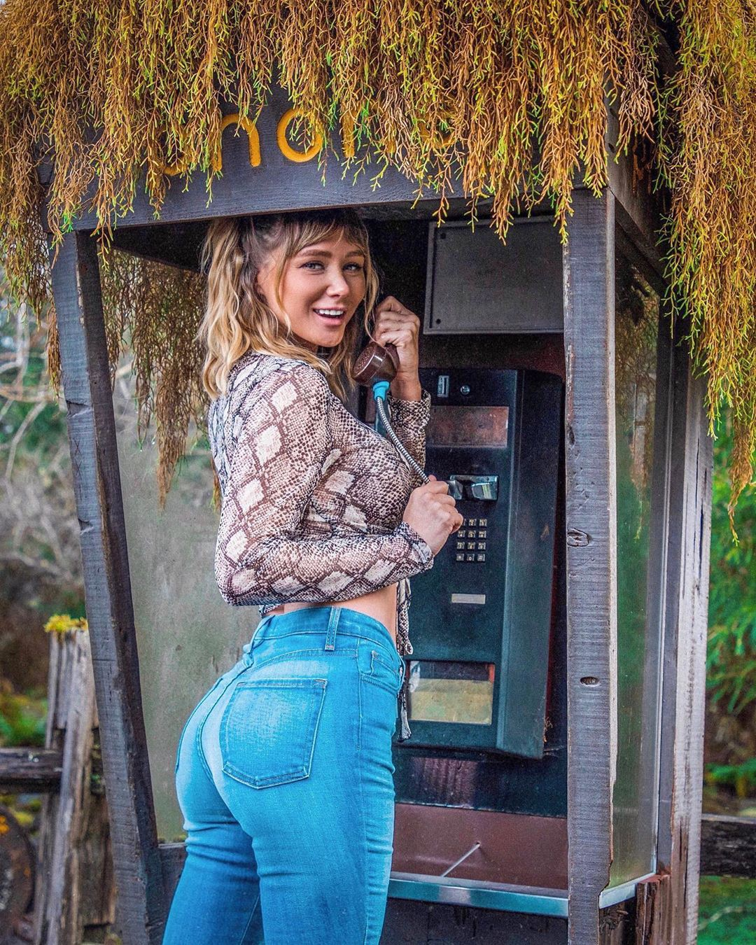 Sara Underwood Hot Ass In Jeans