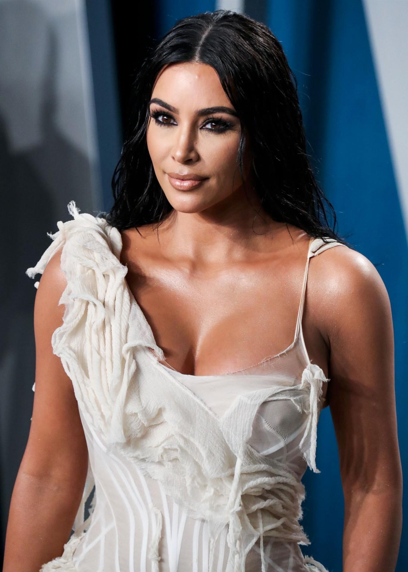 Celebrities Cleavage Pics: Hot Vidya Balan Cleavage