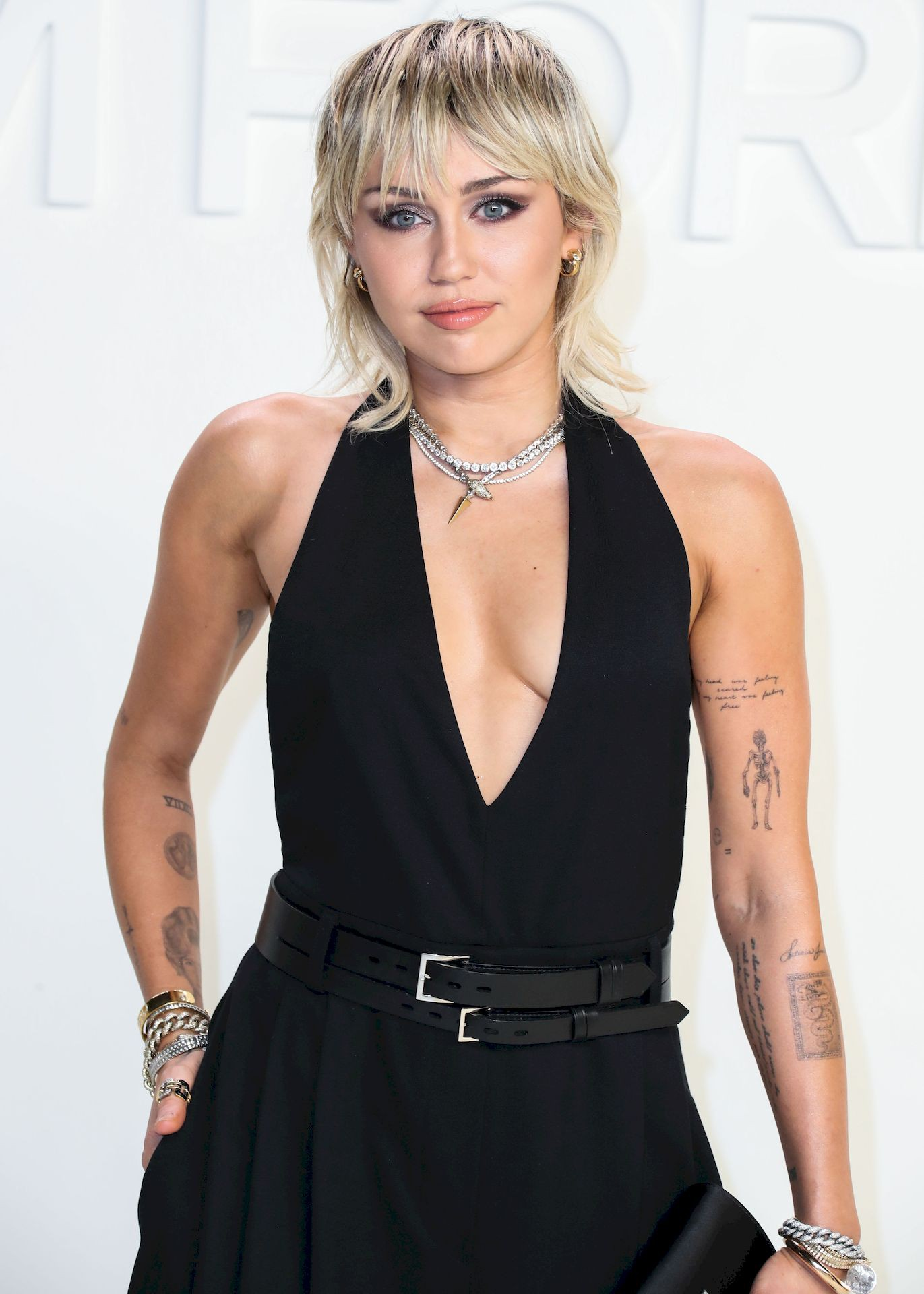 Miley Cyrus Sexy Braless Breasts In Revealing Black Dress