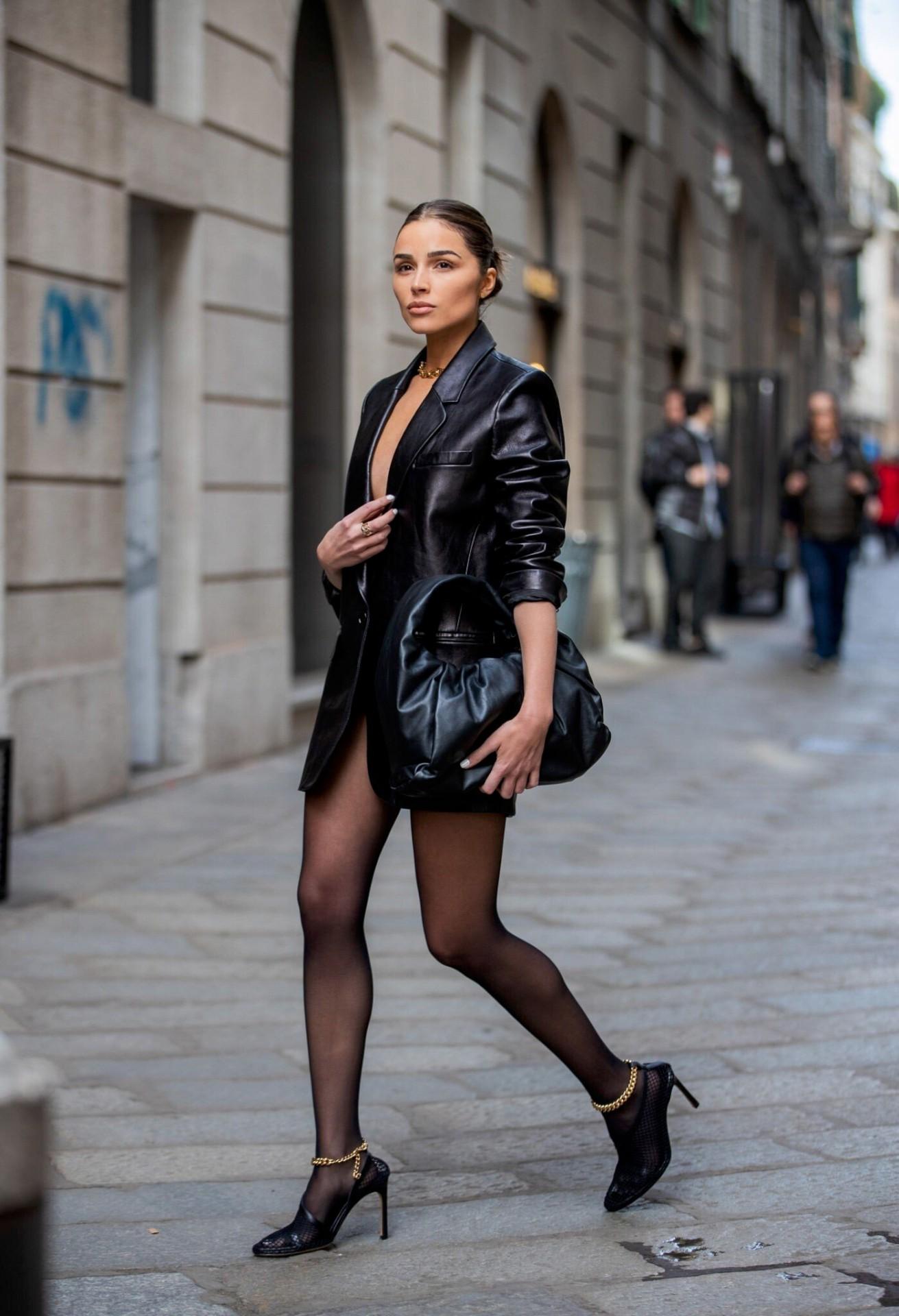 Olivia Culpo Sexy Legs