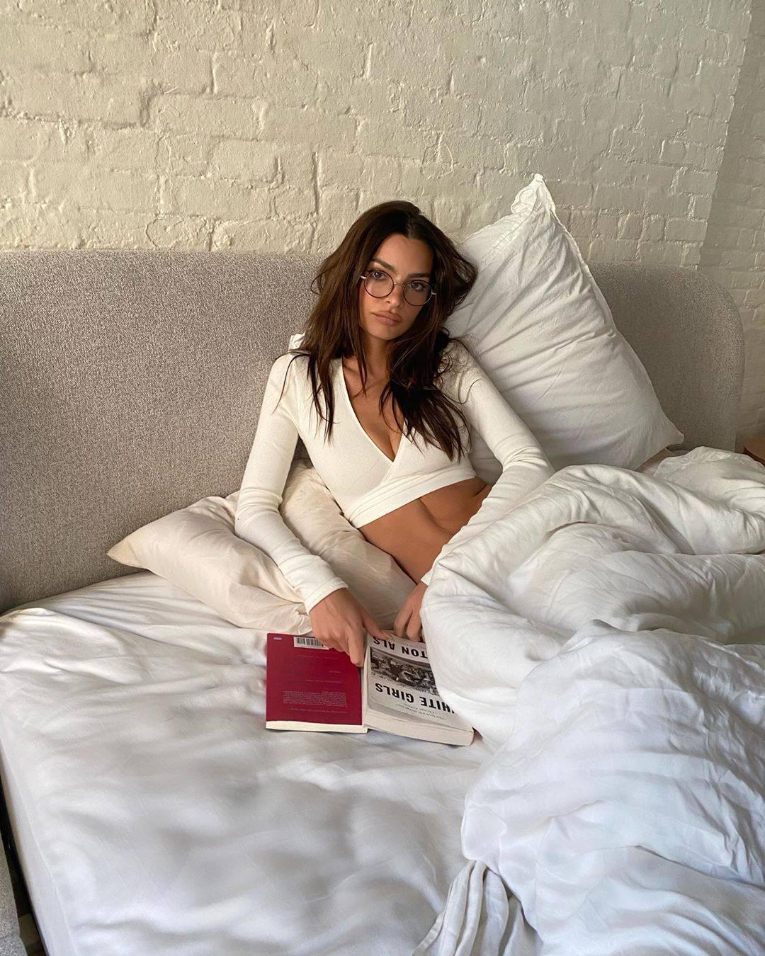 Emily Ratajkowski Sexy In Bed